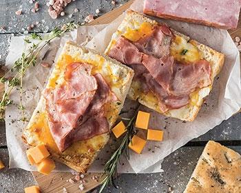 Focaccia cu bacon și brânză Cheddar